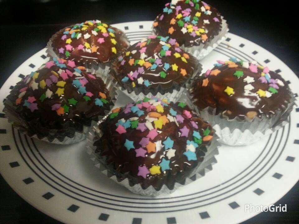 Vanilla Choco chip cupcakes with Ganache frosting