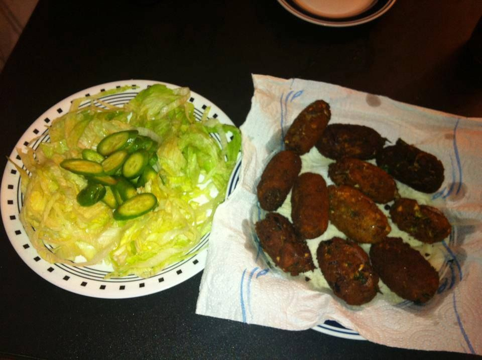 EGG CUTLETS WID FRESH SALAD