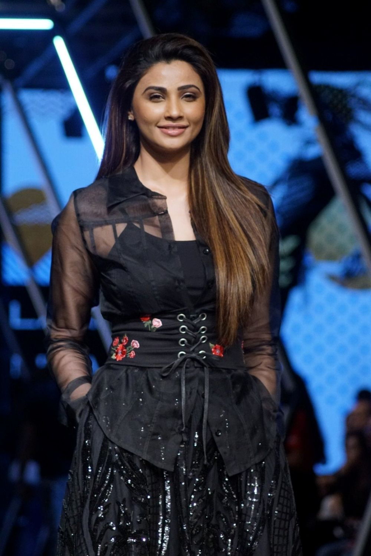 Daisy Shah Hindi Movie Reviews, News, Articles at Indian